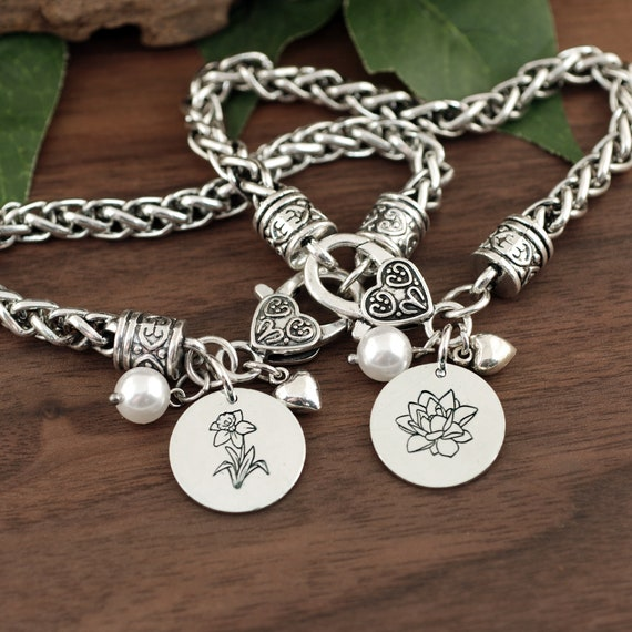 Birth Flower Bracelet, Personalized Gifts for Mom, Birthflower Jewelry, Bracelet with Flower Charms, Grandma Gift, Mothers Day Gift
