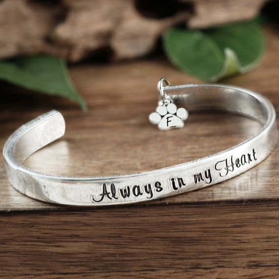 Always in my Heart, Pet Memorial Bracelet, Personalized Memorial Bracelet, Memorial Gift for Dog Mom, Sympathy Jewelry, Loss of Pet, Dog Paw