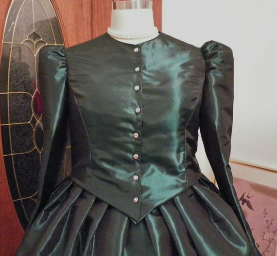 Dickens Fair Costume, Victorian Dress Costume, Dickens Caroler Costume, Christmas Carolers Dress Costume, Hunter Green, handmade to fit you