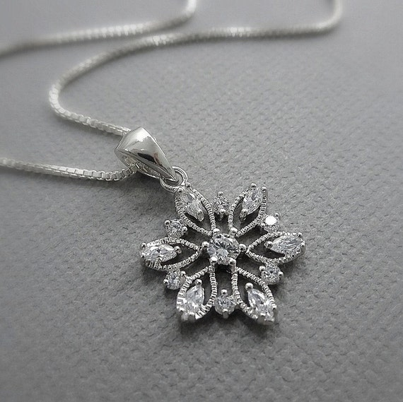 Gift for Wife Silver Snowflake Necklace Winter Necklace Sterling Silver Snowflake Christmas Necklace Gift for Daughter Gift for Friend