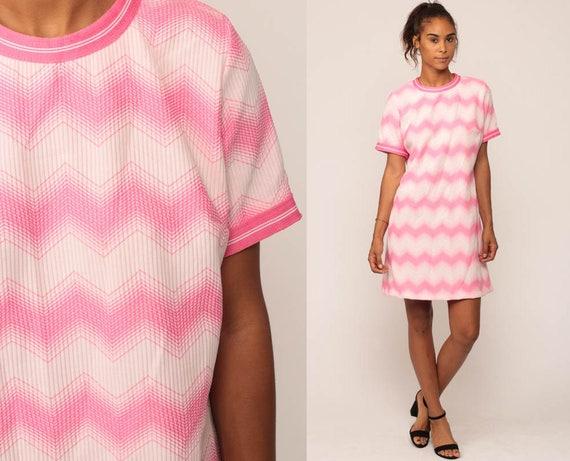 Mod Shift Dress 70s Mini ZIG ZAG Striped Print 60s Vintage Hot Pink Space Age Boho Hippie Minidress Bohemian Short Sleeve Medium