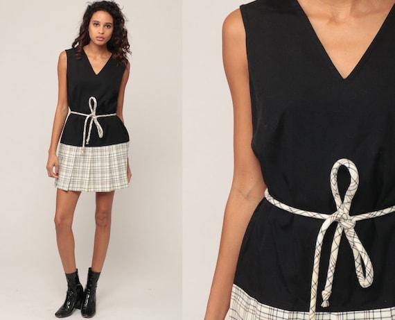 Mod Dress 60s Mini Plaid SCOOTER Drop Waist Pleated 70s Checkered Vintage Sleeveless Black Off-White Minidress School Girl Medium