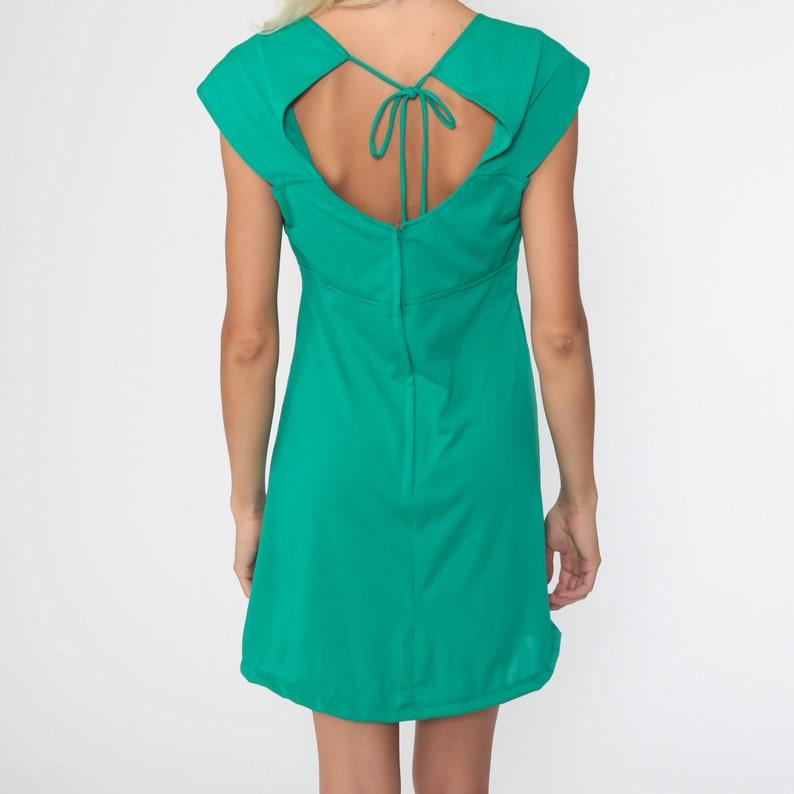 70s Mini Dress 60s Mod KEYHOLE Back Dress Babydoll Dress Plain 70s Empire Waist Cap Sleeve Flower Applique Vintage 1970s Small Medium