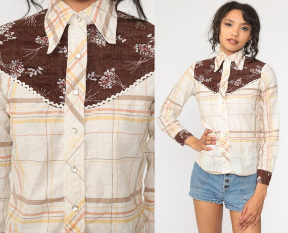 Plaid Western Shirt 70s White Floral Yoke Shirt PEARL SNAP Blouse Button Up Vintage Long Sleeve Rockabilly Small xs s