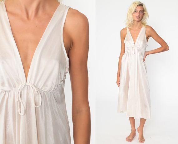White Nightgown Dress 70s Nylon Nightgown Maxi Slip Lingerie Vintage 1970s Boho Romantic Pinup Bridal Deep V Neck Empire Waist Medium