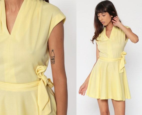 Mini Dress 70s BELTED Dress Plain Yellow V Neck Retro Fit and Flare Dress Cap Sleeve Full Skirt Vintage Semi Sheer Poly Petite Medium
