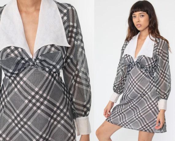 Vintage Mod Dress 70s Plaid Mini Babydoll Black White Empire Waist Checkered Long Sleeve 1970s Collared MiniDress Small
