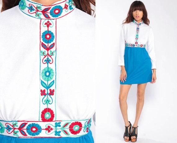 Babydoll Dress 70s Mini FLORAL EMBROIDERED Boho Mod White Blue 1970s Bohemian Hippie Dress Long Sleeve Empire Waist Vintage Small