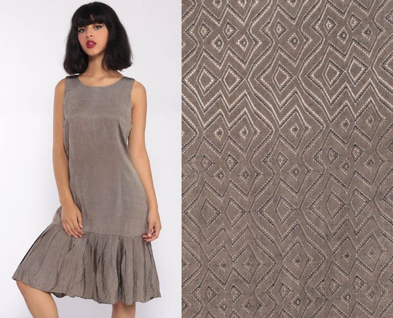 1960s Mod Dress SCOOTER Space Age Shift Flapper 60s Midi Drop Waist Pleated GOGO Vintage Sleeveless Minidress Twiggy Taupe Medium