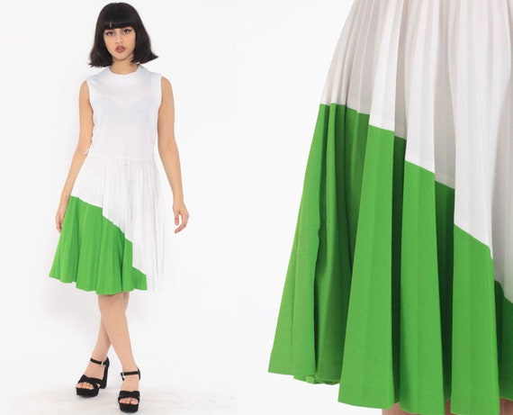 Mod Pleated Dress White Green 70s High Waisted Mini COLOR BLOCK Fit and Flare Vintage Sleeveless 60s Skater Medium