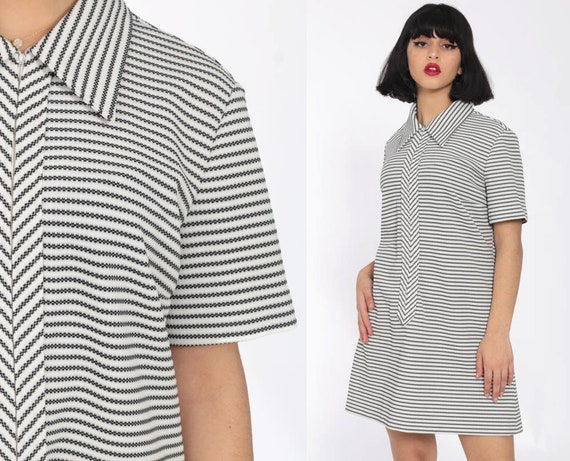 70s Mini Dress Black White Striped 60s Shift Mod Collar Vintage 1970s Twiggy Gogo Op Art Front Zip Up Short Sleeve Minidress Large 12
