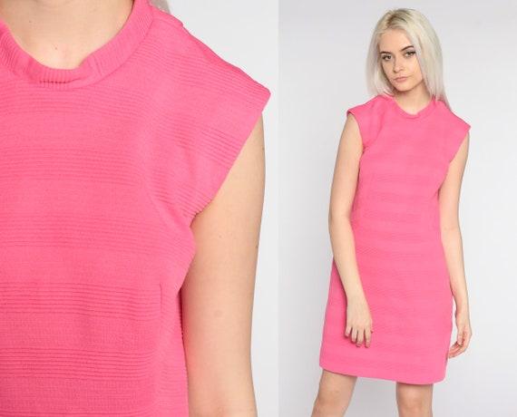 Mod Mini Dress Hot Pink Dress 60s Shift Sleeveless Dress 1960s Gogo Vintage Sixties Twiggy Plain 70s Dress Minidress Medium Large