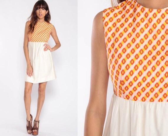 Mod Mini Dress 70s Babydoll Dress Psychedelic Op Art Boho Vintage Empire Waist Sleeveless 60s Bohemian Twiggy White Orange Extra Small xs