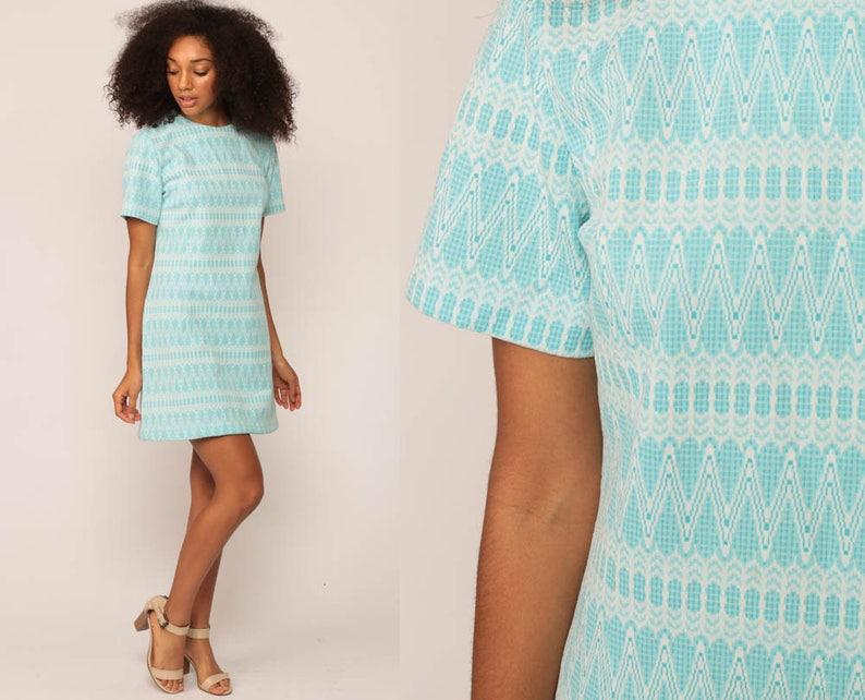 52a580671b 60. Mini sukienka mod Shift pasiasty Zig Zag 1960 Twiggy