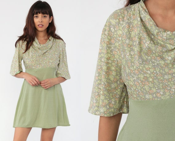 70s Mini Dress Green Floral Print Bohemian Babydoll Cowl Neck 1970s Boho Hippie Mod Vintage Empire Waist Short Sleeve Minidress Medium