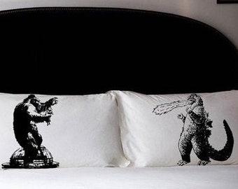 2 PILLOW FIGHTING Godzilla vs King Kong pillowcases fight japan film vintage fiction UNIQUE pulp Black room decor fan art pillow case New