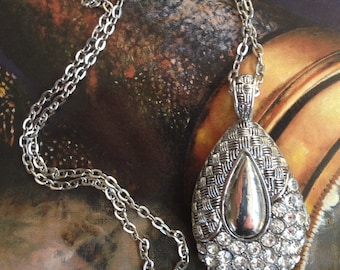 Gorgeous Silver Pendant with Rhinestones .Twenty Inch Silver Chain. JN511