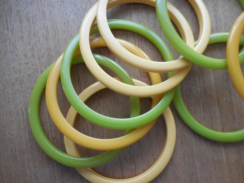 Vintage Lot of 9 Bakelite Plastic Spacer Bangle Bracelets Green /& Yellow