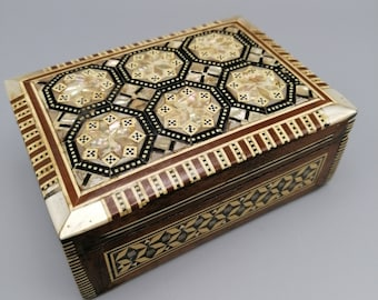 Vintage mother of pearl mop wood inlaid velvet lined box trinket jewelry display marquetry