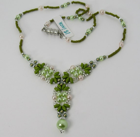 Y Shaped Necklace – Lime Green & Light Peach Sku: NK1018