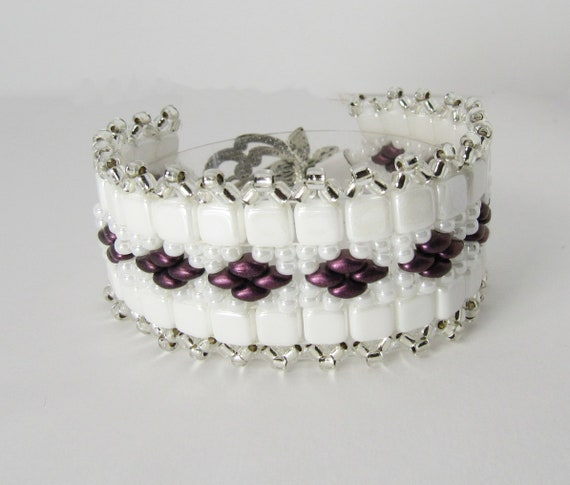 White Tile Stitch Beaded Bracelet with Purple Diamond Shape Accents Sku: BR1035