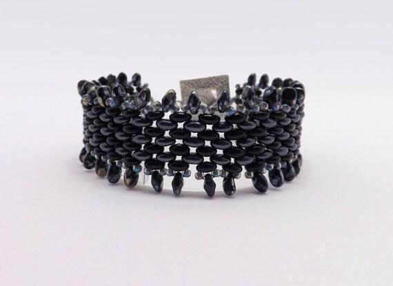 Black and Gray Fringe Beaded Bracelet - fits 7 inch wrist Sku: BR 1018