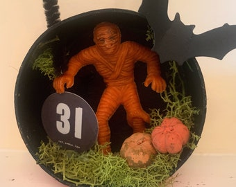 Mummy - Halloween Diorama Ornament