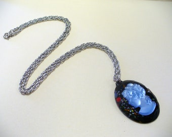 Vintage Cameo Necklace DEADSTOCK