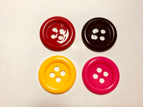 Vintage 1980s plastic giant button brooch pin