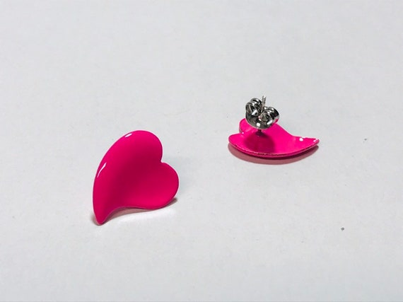 Hot Pink Floral Stud Earrings Vintage New Old Stock 80/'s Retro Hot Pink White Flower Plastic Earrings Vintage 1980/'s Stud Pierced Earrings