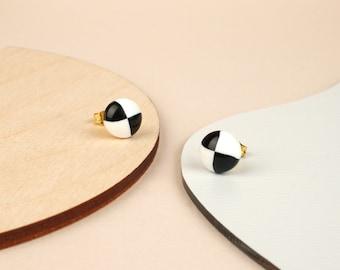 PEPPER Black and white checkered stud earrings