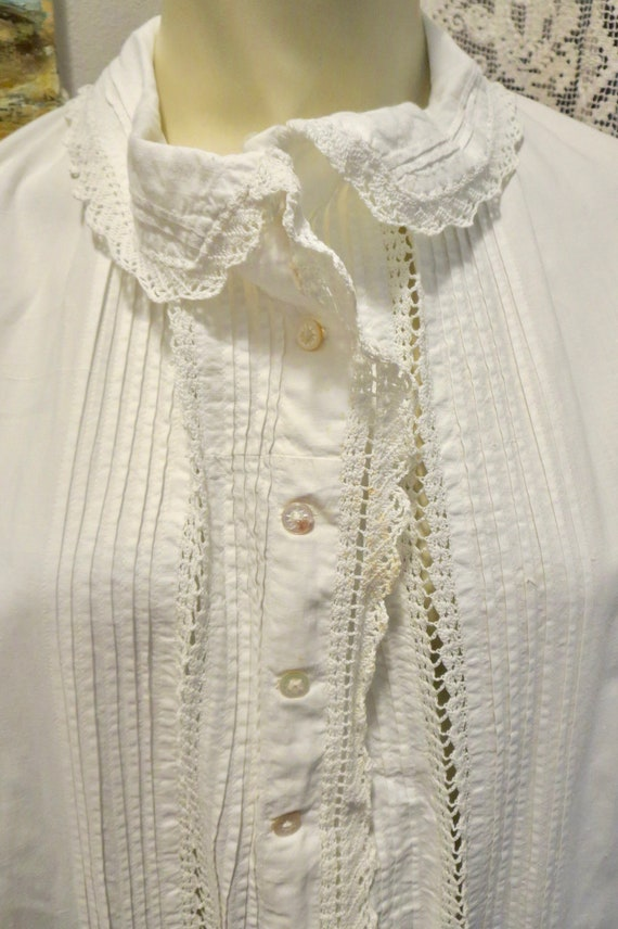 Antique Victorian Night Gown Tiny Shell Buttons Cr