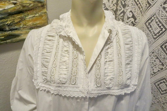 Antique Ornate Victorian Night Gown Shell Button F