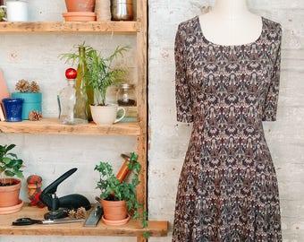 Marion - robe babydoll floral noir à manches courtes - robe imprimé Liberty - genou longueur robe - robe casual - Liberty of London