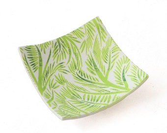 Trinket Dish Holder in Green, Decorative Tropical Home Decor Accessories and Mothers Day Gifts