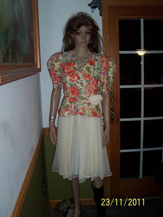 Womens  Dress  Dress-Short Sleeves- Pleated Skirt-