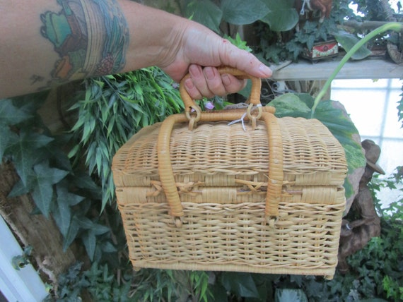 Footed Wicker Basket Style Box Purse