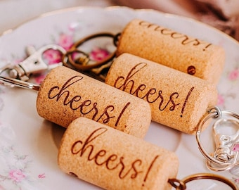 wine cork keychains - rustic wedding favors for guests - wedding guest gift - vineyard wedding favors