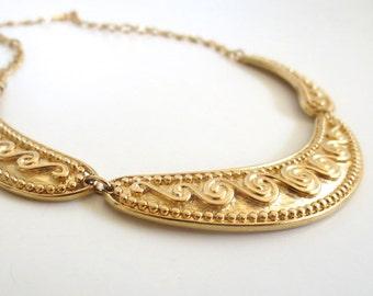 Vintage 80/'s Avon Scroll Tribal Gold Metal Neckplate Necklace