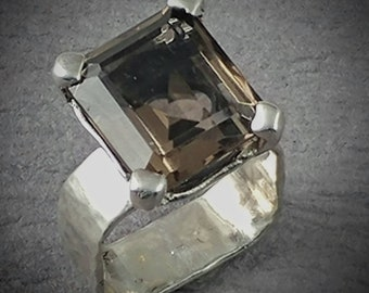 Sterling silver smoky quartz solitair ring.