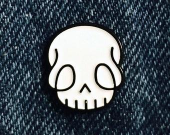 03df9a29360 Skully enamel pin