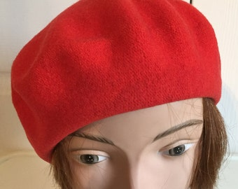 80s Red Wool Beret Women Hat 10 Small Beatnik Look Vintage 298ee77b8384