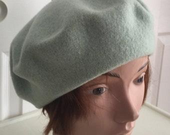4bf2cd77214 80s Light Green Wool Beret Women Hat 11 Large Beatnik Look Vintage