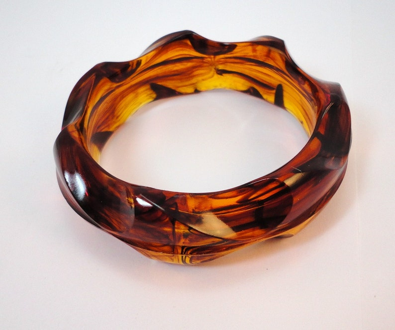 60s Root Beer Swirl Indent Thick Lucite Bracelet