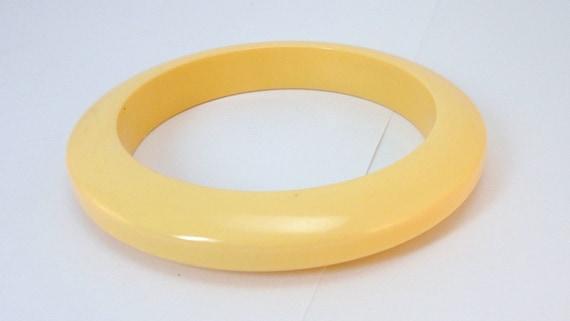 40s Light yellow genuine Bakelite Bangle Bracelet