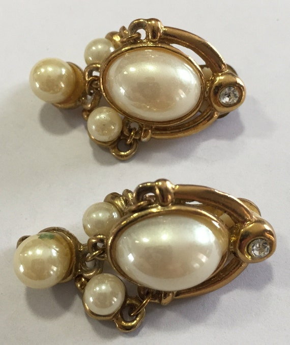 Vintage 1970s silver Pearl Clip On Earrings