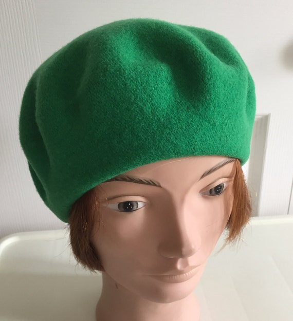 80s Green Wool Beret Women Hat 10.5 Medium Beatnik Look  2e01a78279c2