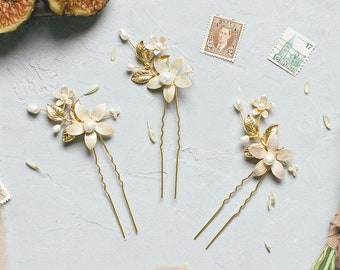 Gold Leaf and Pearl Hairpin, Fresh Water Pearl Hairpin, Flower Hairpin, Pearl Flower Hairpin, Gold Leaf Hairpin, Gold Vine Hairpin, EVANTHE