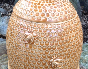 Cookie jar, bee hive, Amber, ceramic, made in USA, handmade, bee skep, honey bee cookie jar