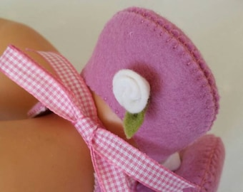 Dusty pink with white rose woolfelt baby shoes